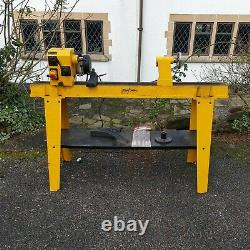 An Axminster Perform Free Standing CCBL Wood Turning Lathe 185mm
