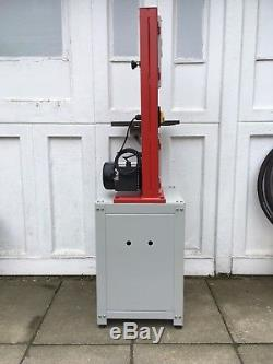 Axminster Hobby series Bandsaw 240v with spare blades and cabinet not Dewalt